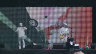 Devo in HD @ Lollapalooza 2010 - Intro & Don't Shoot (I'm a Man)