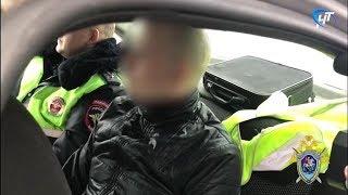 Попытавшийся скрыться от ГИБДД водитель сбил полицейского