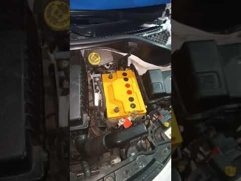 Как снять аккумулятор с Пежо 207