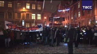 Кадры шествия в защиту русских школ в Латвии