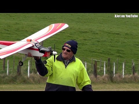 runcam-ron-is-rusty-cant-land-an-rc-plane-for-beans