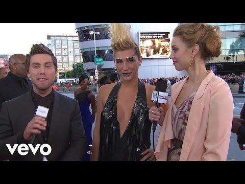 Ke$ha - 2010 Red Carpet Interview (American Music Awards)