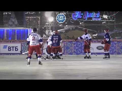 Путин сыграл в хоккей на Красной площади. Видео и результаты матча