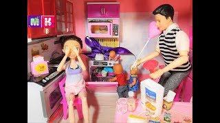 КАК МАМА ПОСУДОМОЙКА. КАТЯ И МАКС ВЕСЕЛАЯ СЕМЕЙКА Мультики куклы Барби смешные истории