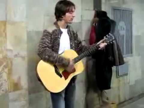 Kurt Cobain está vivo nas Ruas da Rússia