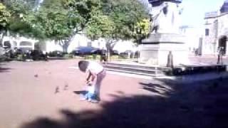preview picture of video 'SAMUEL EN EL PARQUE COLON.3gp'