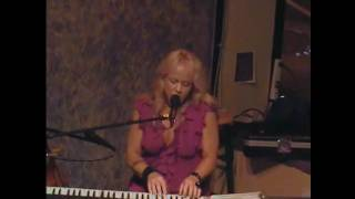 Donna Hughes - Saying Hello To Me.wmv