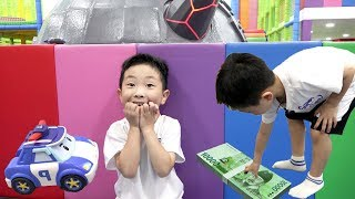 로보카 폴리 경찰차 출동! 타요 버스 키즈 카페에서 예준이의 경찰놀이 뽑기 기계 경찰 전동 자동차 장난감 놀이 Tayo Bus Indoor Playground