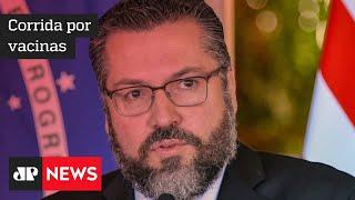 Ministro Ernesto Araújo nega entraves políticos em atraso na entrega de vacinas por Índia e China