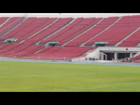 Un camino por los vestuarios, campo e historia del Estadio Nacional.