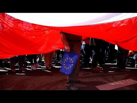 Επίσημη προειδοποίηση της Ευρωπαϊκής Επιτροπής προς τη Βαρσοβία για το κράτος Δικαίου στην Πολωνία