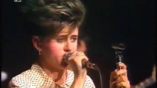 Everything But The Girl - Are You Trying To Be Funny? - (Live, 1985)