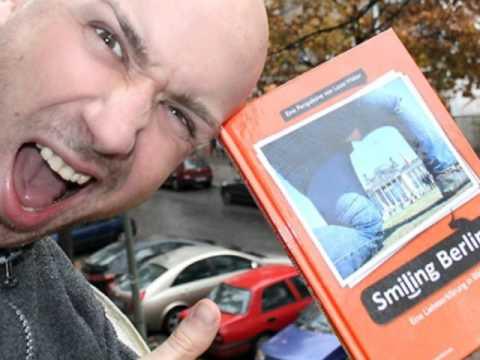 2015 Smiling Berlin lustiges Berlin Buch Geschenk Buchhandel Berlin video trailer Weihnachtsgeschenk