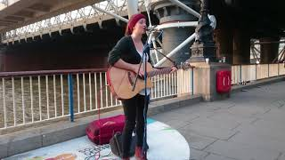Eva Cassidy, Wade in the water (cover) - busking in the streets of London, UK