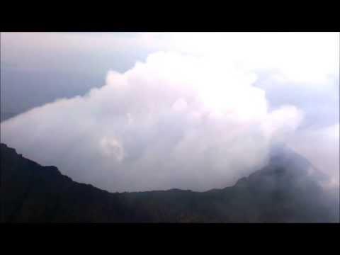 Вид на вулкан Ньирагонго с высоты 3700м.