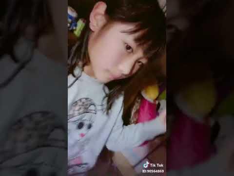 TikTok 小学生の女の子