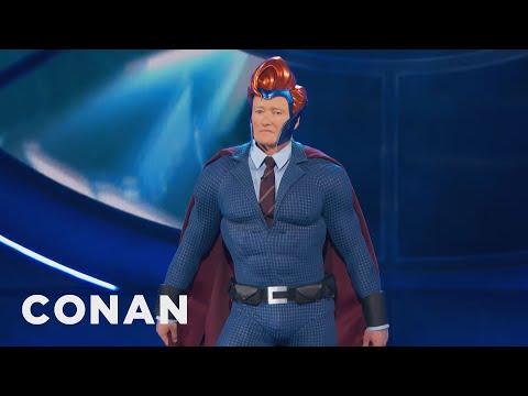 Conan si nechává vyrobit superhrdinský oblek na míru