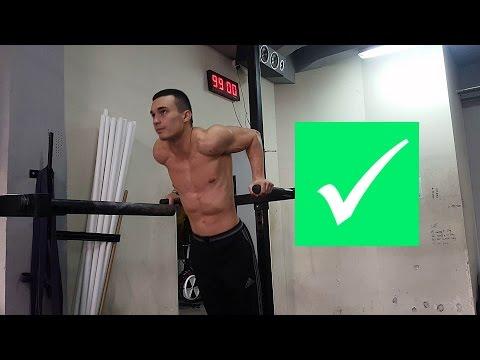 Ćwiczenia na mięśnie klatki piersiowej dla dziewcząt w siłowni Zdjęcie