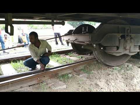 রাজশাহী স্টেশনে মধুমতি এক্সপ্রেস ট্রেন লাইনচ্যুত