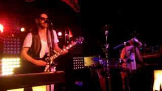 Chromeo - Momma's Boy (live)