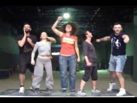 Προεσκόπηση βίντεο της παράστασης ΓΙΟΙ ΚΑΙ ΚΟΡΕΣ.