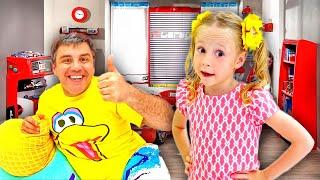 Nastya le hace una nueva habitación a su papá al estilo de un niño