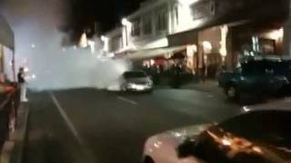 Busted Burnout on Rundle, Adelaide, Does Runner 05-03-2010.flv