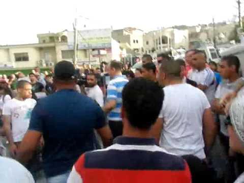 لحظة طرد طاقم قناة الجزيرة من الطيرة