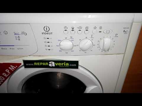 Las luces de la lavadora Indesit parpadean.
