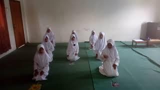 preview picture of video 'Tari Mappadendang kelas 4D MI Darul Azhar'