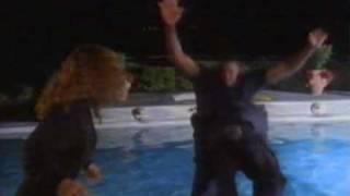 Chuck Norris Vs Massive Guy