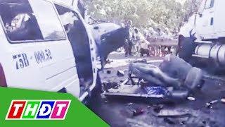 Ô tô rước dâu va chạm với xe đầu kéo, 13 người chết | THDT