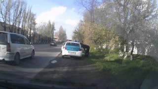 Водитель полицейского автомобиля  гос. номер 790KP02, нарушает ПДД!!! Алматы!