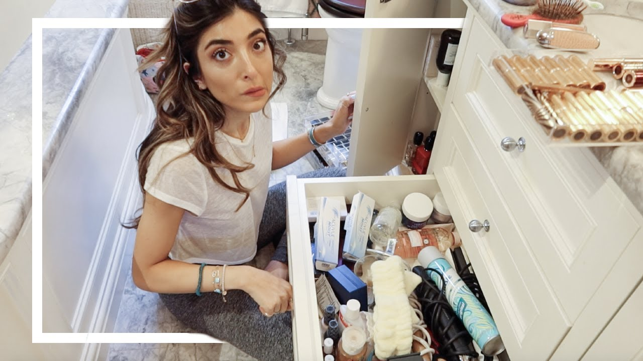 BATHROOM ORGANISATION & TOUR! | Amelia Liana