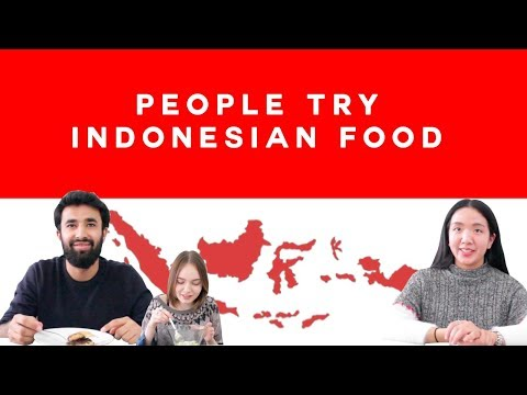 Episode 2: People Try Indonesian Food  | Ciao! Indonesia 2018