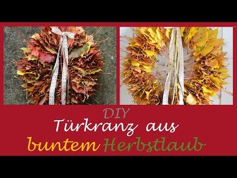 Herbstlicher Türkranz aus bunten Blättern - Von wegen nur Laub!