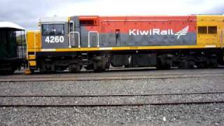 preview picture of video 'Q4 Consist getting ready to leave Hutt Shops 01/03/2010'