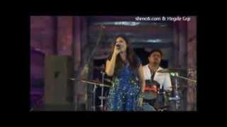 Sun Raha Hai NaTu by Shreya Ghoshal Live at Dharwad Utsav 2013 December 15