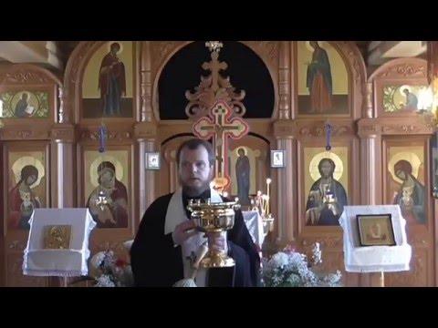 Молитва в храме . Освящение куличей