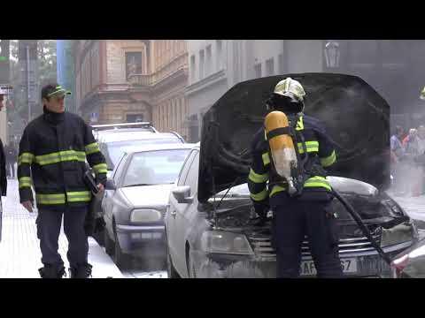 Hořici auto a zásah hasičů - Praha