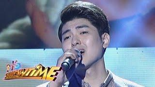 It's Showtime: Yohan Hwang sings 'Ikaw'