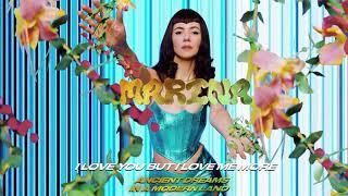 Kadr z teledysku I Love You But I Love Me More tekst piosenki MARINA
