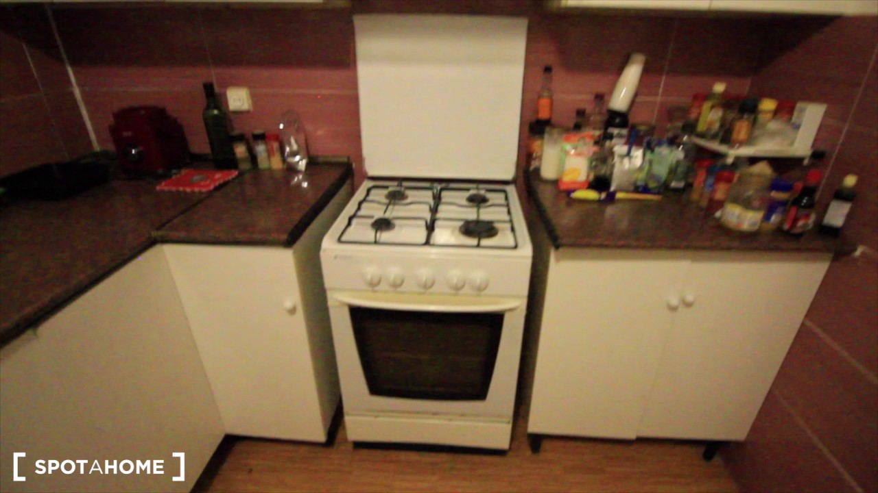 Rooms for rent in 6-bedroom apartment with AC and balcony in Sants
