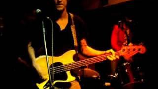 Tatu d'Cove tocando Pirate Love do Johnny Thunders & The Heartbreakers
