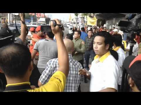 Video Kejadian Tumbuk Menumbuk Di SUK Kelantan. Harap Polis Ambil Tindakan Sebelum Rakyat Hilang Sabar!