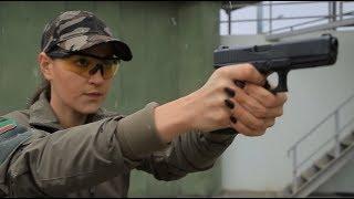 «Меня всегда привлекало оружие»: «Лара Крофт» из Казахстана учит девушек стрелять