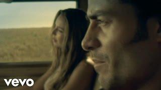 Sentada Aqui En Mi Alma - Chayanne  (Video)
