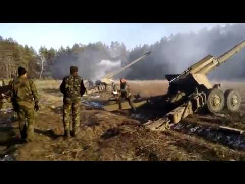 Мощь выстрела из 152-мм орудия - солдат аж телефон уронил