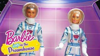 Třpytivá Mise! | Barbie LIVE! In The Dreamhouse | Barbie