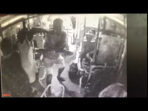 Cabo da PM de Aracaju é baleado dentro de ônibus em Aracaju